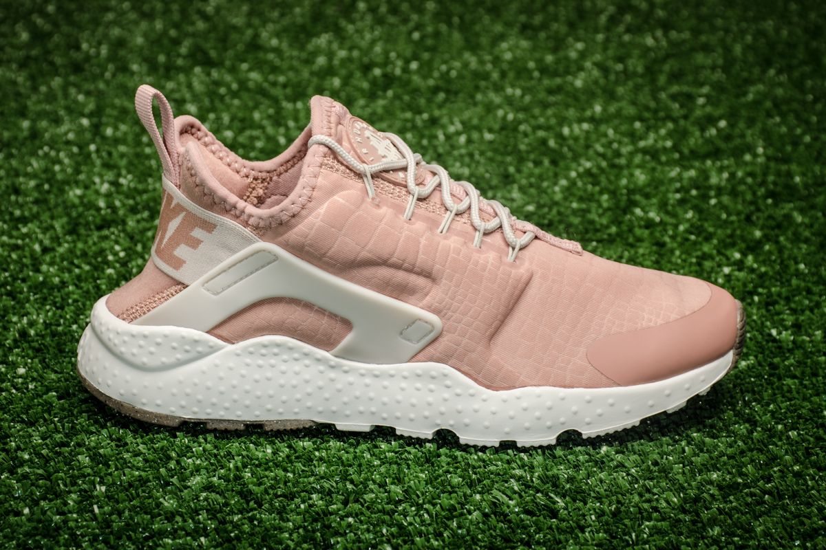 Nike Wmns Air Huarache Run Goods Ultra Zapatos Casual Sporting Goods Run 2031b1