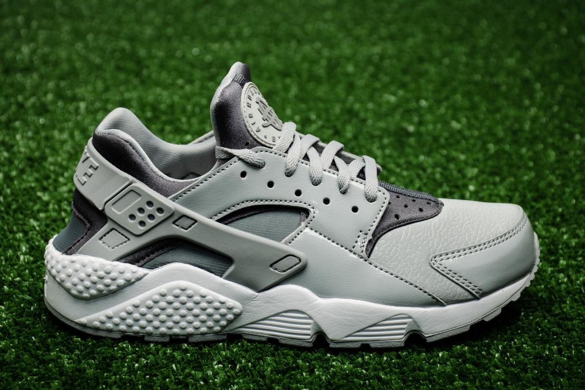 6be7957668cdc Nike Wmns Air Huarache Run - Shoes Casual - Sporting goods