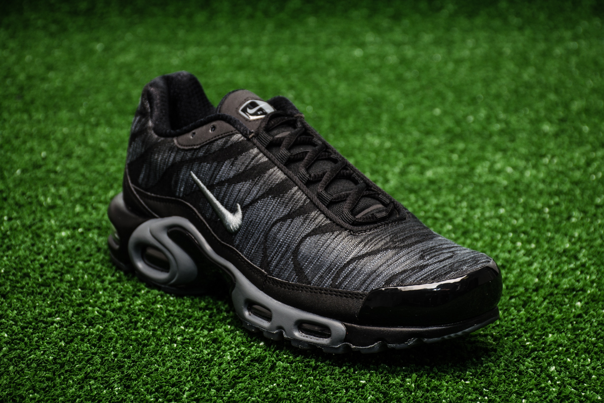 Nike Air Max Plus JCRD - Shoes Casual - Sporting goods ...