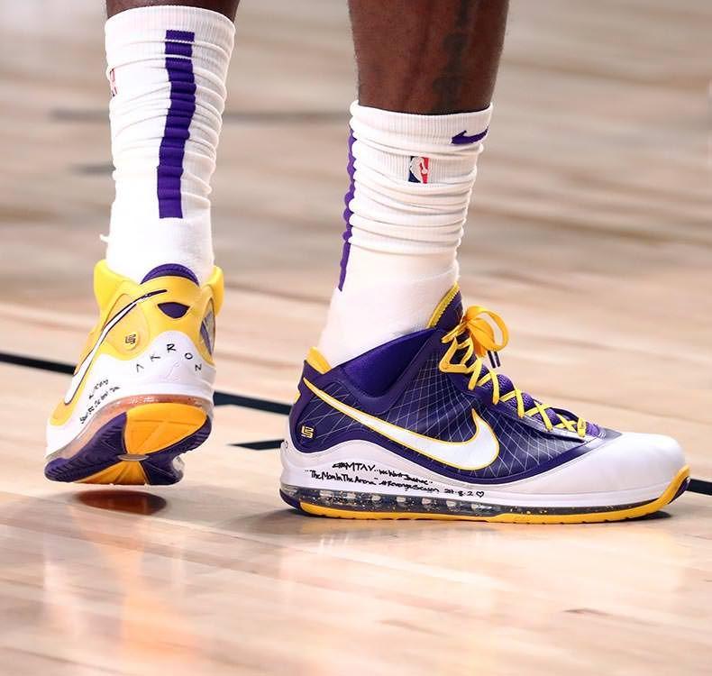 23 krepšinio kedai, kuriais praėjusį NBA sezoną nustebino Karalius James'as