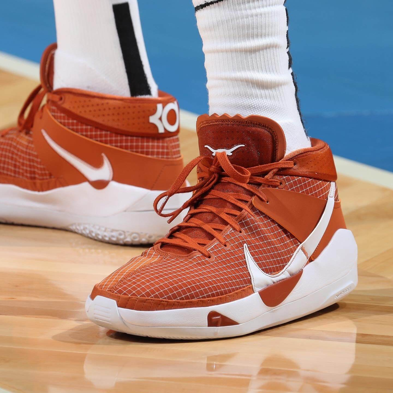 TOP 10: karščiausi savaitės krepšinio kedai NBA arenose